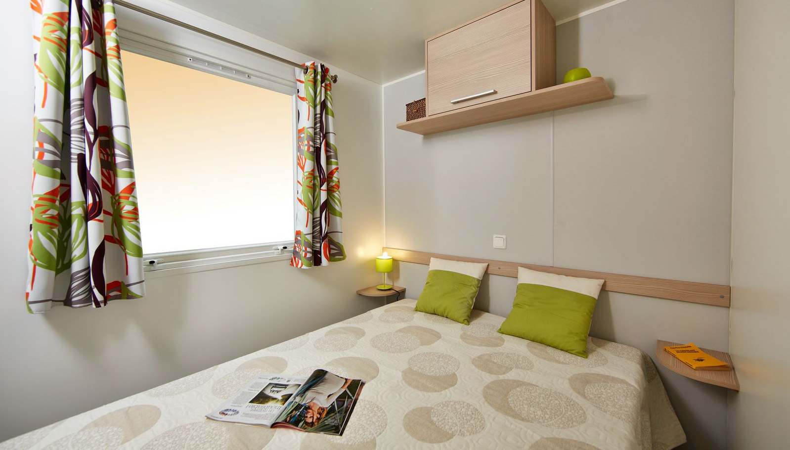 Chambre-lit-double-mobil-homes-Premium
