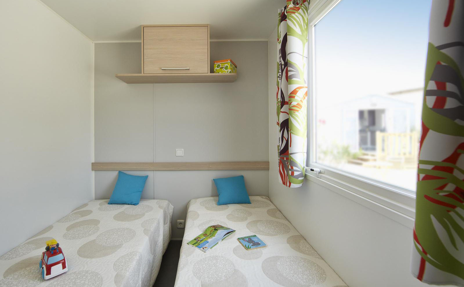 Chambre-lits-simples-mobil-homes-Premium
